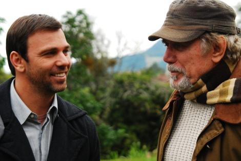 Marcelo Faria interage com o pai durante as gravações de 'O Carteiro'