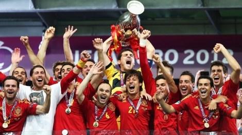 Os jogadores espanhóis talvez tenham comemorado o último grande título de uma geração que encantou o Mundo (Foto: Getty images)