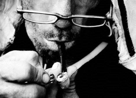 """""""A Redução de Danos consiste na construção de estratégias para o cuidado do usuário capaz de conviver com o uso de drogas"""" - Dênis Petuco"""