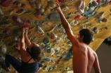 Anna Shaw e Alex Rajagopalan durante treino no ginásio Casa de Pedra em São Paulo