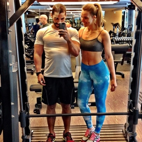 O casal treina junto e posta fotos diariamente nas redes sociais - Foto: frangocombatatadoce.com