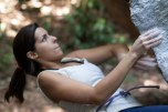 Mariana Almeida escalando na Urca, Rio de Janeiro