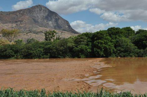 A Ibituruna e o Rio Doce. Foto de Antônio Cota