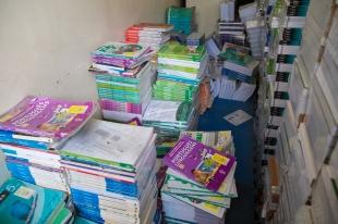 Material didátido fechado encontrado por alunos em sala de aula no IEPIC,